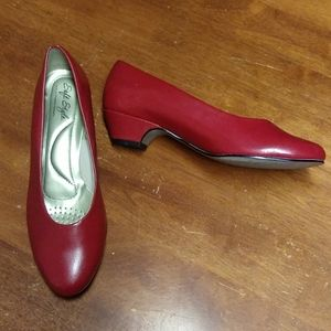 Soft Style by hush puppies deep red pumps (7w)